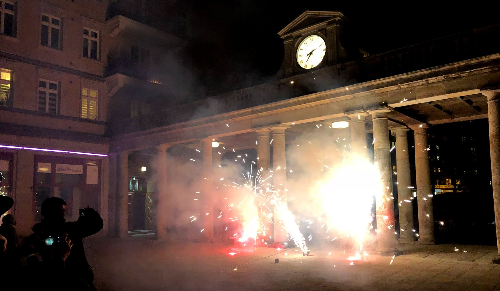Feuerwerk und Umtrunk