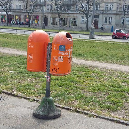 Abfallkorb an der Frankfurter Allee